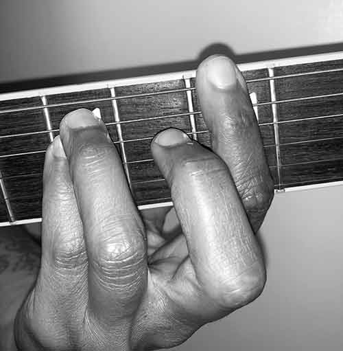 how to play a power chord on electric guitar image